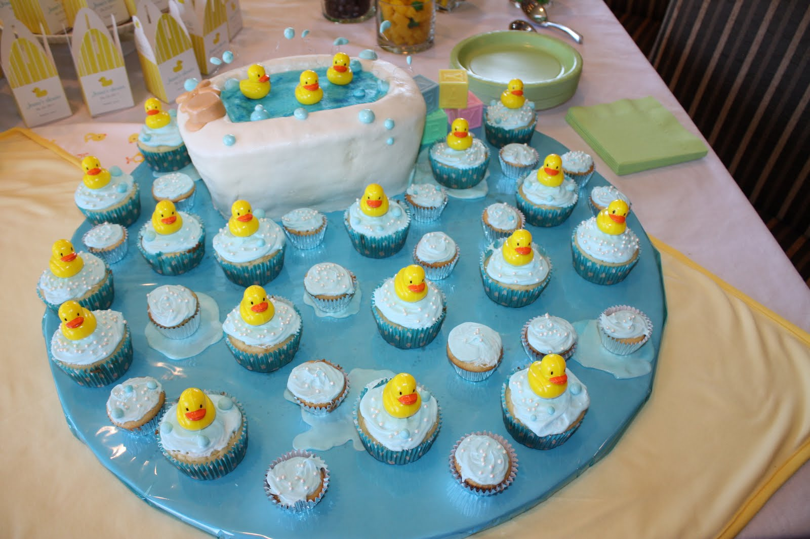 70 baby shower cakes and cupcakes ideas for Baby shower decoration ideas for boys