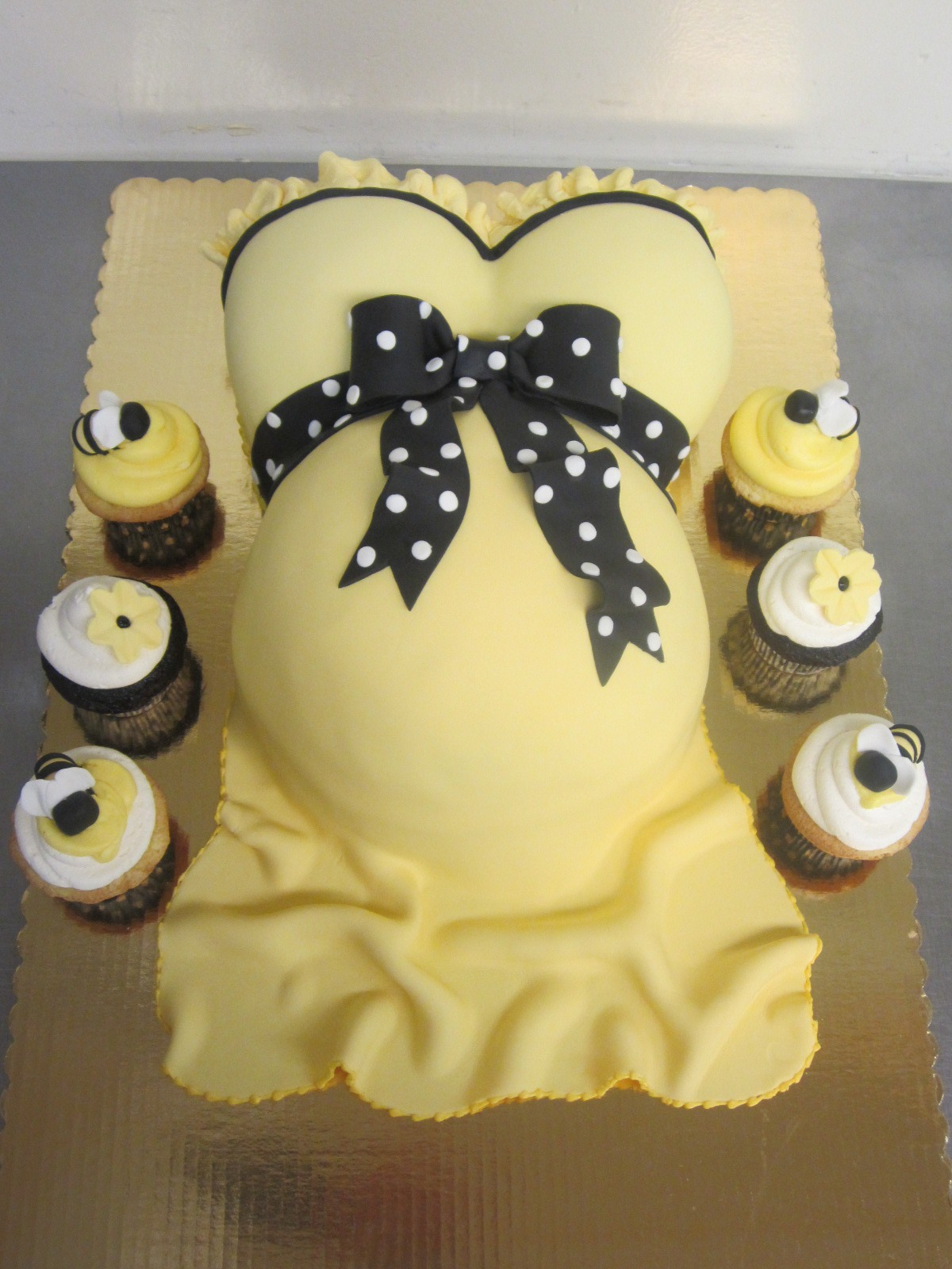 70 baby shower cakes and cupcakes ideas for Baby footprints cake decoration